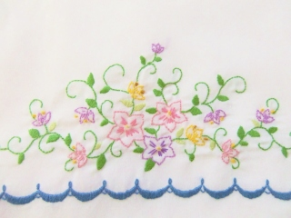 Flowers and scallops embroidered pillow case set.