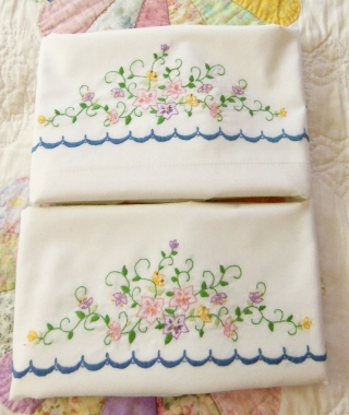 Flowers and scallops embroidered on white pillow case set.