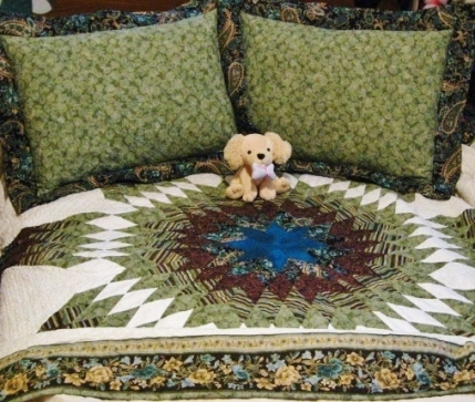 Peacock colored Star of Bethlehem quilt.