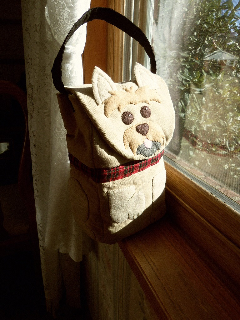 Bitey Dog Lunch Bag sits looking out of window.